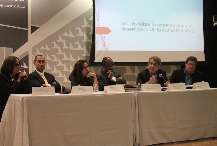 De derecha a izquierda: Yolanda Cordero, William Vázquez, Eilin Segarra, Víctor Rivera, Federico Hernández Denton, Víctor García San Inocencio. (Ronald Ávila Claudio/Diálogo)