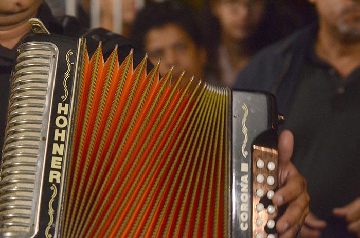 El acordeón protagonizó, junto al cuatro, las melodías de todas las canciones de la parranda. (Ricardo Alcaraz/Diálogo)