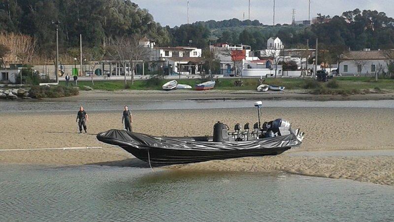 Este tipo de embarcación, llamada planeadora, puede transportar entre 1,000 y 3,000 kilogramos de hachís en un viaje. (Suministrada)