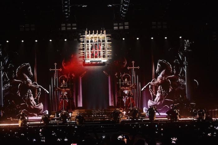 """La icónica """"Reina del Pop"""" descendió al escenario custodiada por guardianes samuráis. (Suministrada)"""