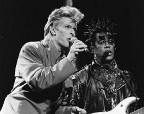 Bowie junto al guitarrista boricua Carlos Alomar. (www.stevens.edu)