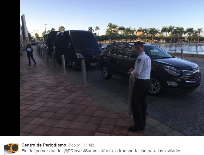 Imágenes de los transportes que dejaban en el Sheraton a los participantes del #PRIS201. (Twitter -Centro de Periodismo Investigativo)