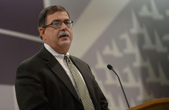 Carlos Colón de Armas, profesor de la Facultad de Administración de Empresas de la UPR. (Ricardo Alcaraz/Diálogo)