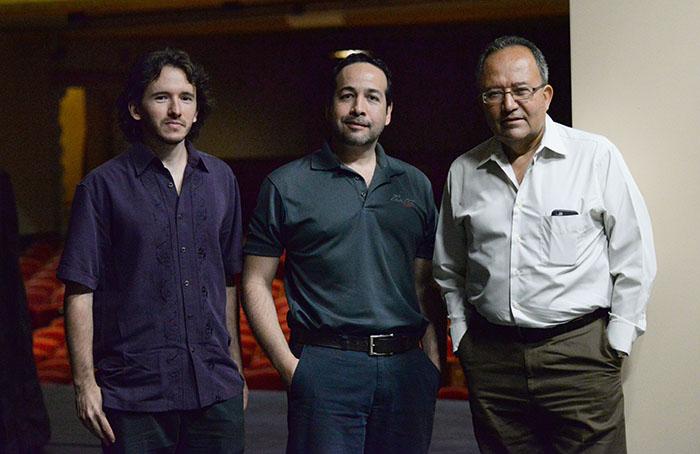 Nicolás Luzzi (derecha), Edgar García (centro) y José Luis Ramos Escobar (izquierda). (Ricardo Alcaraz/Diálogo)