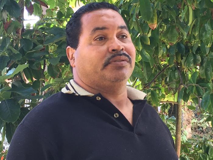 Pablo Meléndez, quien organiza esfuerzos comunitarios en el residencial y a quien muchos de los residentes ven como un líder social en el caserío.