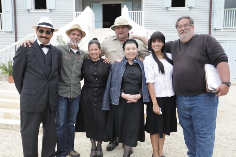Parte del elenco y producción de La Llamarada durante la filmación. (Suministrada)