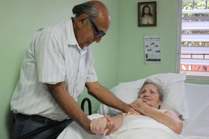 Carmen Rodríguez Castro y Saúl Pérez Casillas, llevan seis décadas casados. (Ashley Tejada / Diálogo)