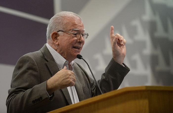 El profesor y economista Francisco Catalá. (Ricardo Alcaraz/Diálogo)