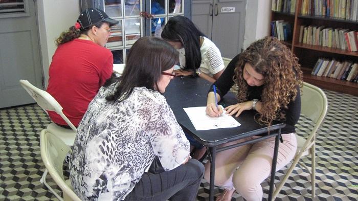 Abogados y estudiantes de Derecho estuvieron ofreciendo consultas. (Antonella Vega / Diálogo)