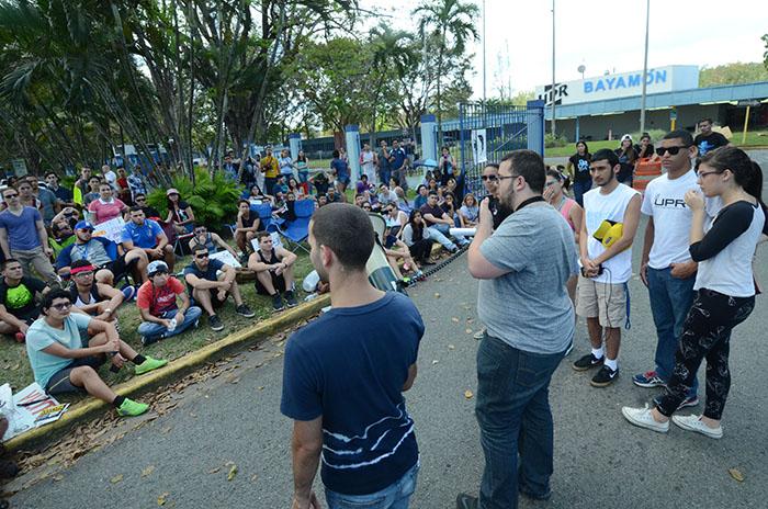 El presidente del Consejo de Estudiantes se dirige a los manifestantes. (Ricardo Alcaraz/ Diálogo)