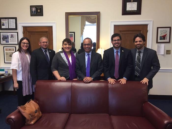 El encuentro con el congresista Gutierrez (D-Illinois) fue cordial y ameno según los líderes. (Nidia Liz Matos Ramos)