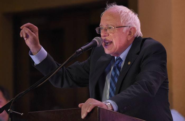 Los discursos del congresista fueron similares y siempre reiterando sus plataformas de campaña. (Ricardo Alcaraz/Diálogo)