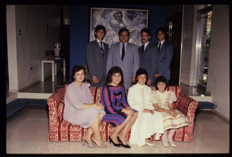 El doctor Ismael Almodóvar con su familia (Colección de Diapositivas de la Colección del Periódico El Mundo)
