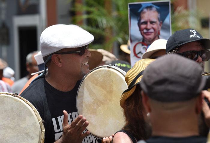 Pleneros en la marcha por Oscar López Rivera. (Ricardo Alcaraz/ Diálogo)