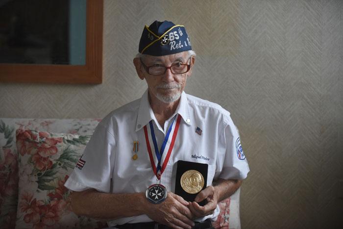 Don Miguel con sus medallas