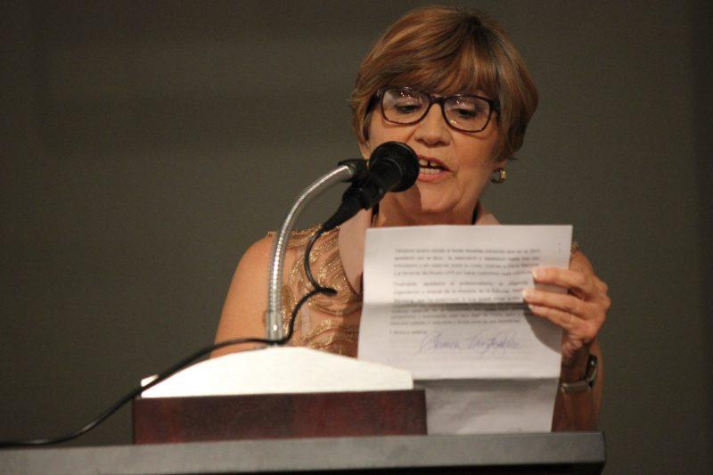 La autora del libro, Carmen Vázquez Arce, considera que su mayor aportación es la bibliografía de Compostela presentada en el disco que acompaña al libro.