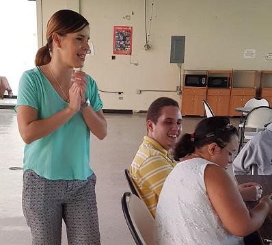 La doctora Ruth Mercado adiestrando a los estudiantes. (Suministrada)