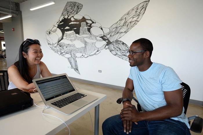 Patricia Mayumi Matsushita, cofundadora de Usheru; y David Dundas, cofundador de ChallengeBox. (Suministrada)