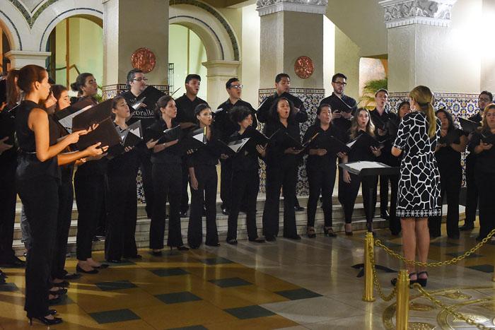 Coro de la UPRRP. (Ricardo Alcaraz/ Diálogo)