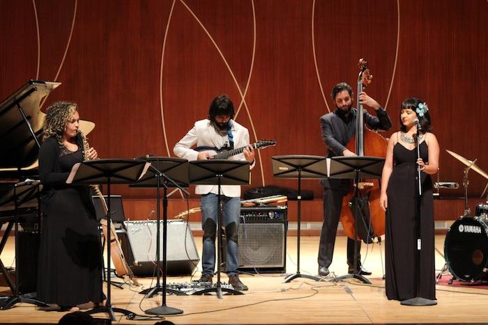 De izquierda a derecha Ashley Figueroa, Pablo Hernández Mejías, Jorge Parra y Valerie Rosa interpretando Anochecer de Sylvia Rexach. (Deborah A. Rodríguez/ Diálogo UPR)