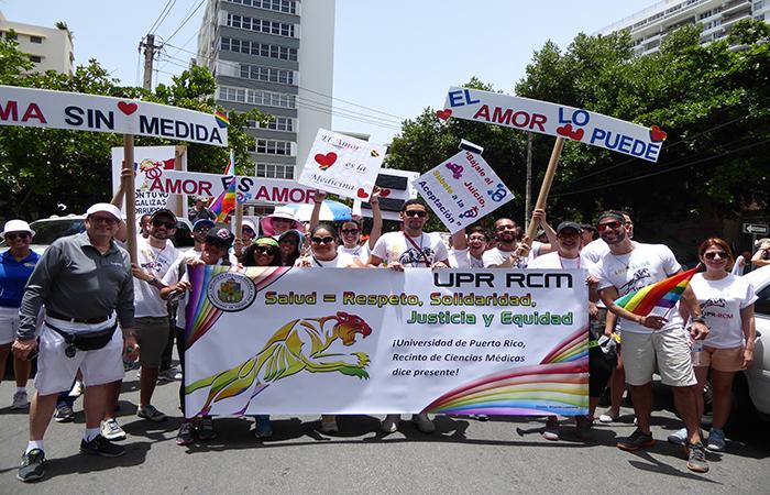 Recinto de Ciencias Médicas en la Parada por el Orgullo LGBTTQI (Perla Rodríguez / Diálogo)