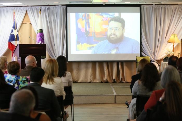 Durante la actividad se proyectó un vídeo donde varios participantes rehabilitados relataron su experiencia en las Cortes de Drogas. (Suministrada)