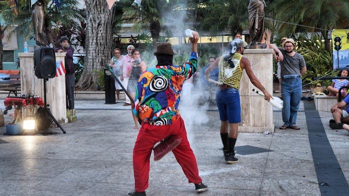 Presentación sobre la fumigación con químico toxico Naled en el Semáforo Tour - Plaza Colón, Mayagüez (Foto: William A. McCormick Rivera)