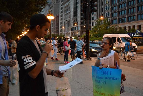 Los manifestantes ofrecieron información sobre el caso de Puerto Rico a los que asistieron a las celebraciones del 4 de julio.