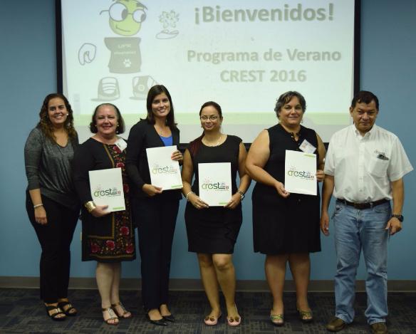 De izquierda a derecha: profesora Agnes Padovani, Lucille Oliver, Ana Caraballo, Yahaira Méndez, Sandra M. Crespo y el profesor Marcelo Suárez.