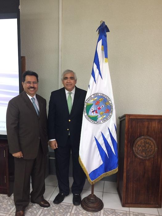 El doctor César Morataya (izq) y el doctor Hiram Arroyo (der). (Suministrada)