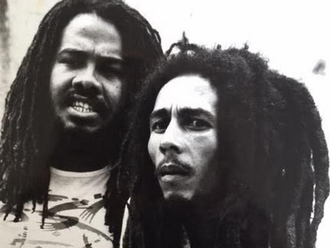 En la imagen, Jacob Miller y Bob Marley, dos de los más grandes del reggae jamaiquino. (Foto: Adrian Boot. http://cdn.newsapi.com.au/)