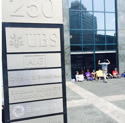El edificio alberga varias firmas financieras. (Perla Rodríguez - Diálogo)