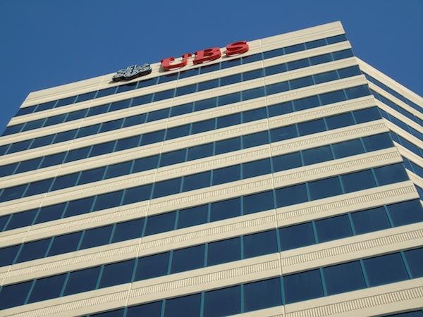 El rascacielos que alberga a UBS. (Perla Rodríguez - Diálogo)