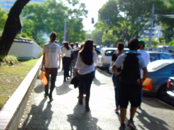 Poquito antes de las ocho de la mañana los manifestantes salieron hacia la Milla de Oro. (Perla Rodríguez - Diálogo)