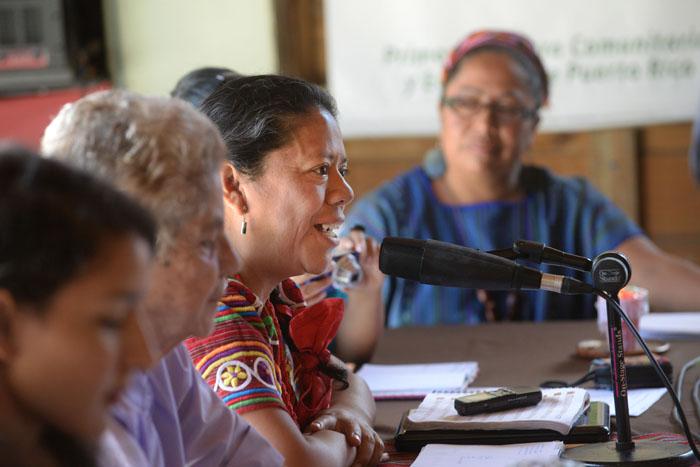 Aura Lolita Chávez durante su participación en Casa Pueblo. (Ricardo Alcaraz/ Diálogo UPR)