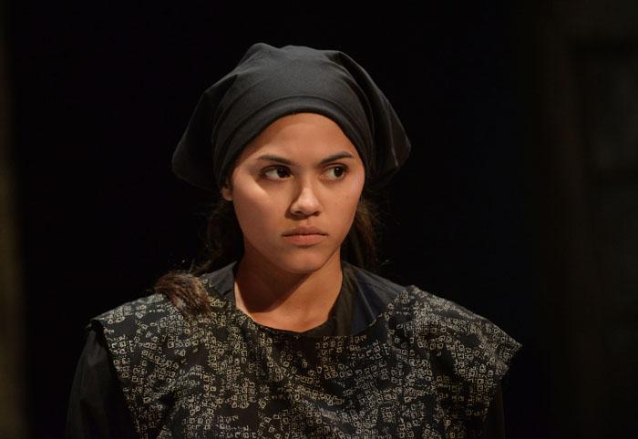 Katriana Vélez lleva en la mirada la fuerza de Adela, personaje que representa. (Ricardo Alcaraz/ Diálogo)