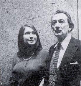 Esta señora al lado del icónico Salvador Dalí se lama Neith Nevelson. Es una legendaria figura del arte de Miami y dirá presente en la actividad. (Suministrada)