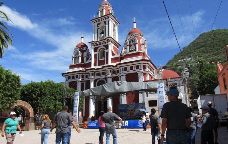 """Plaza de Xichú, donde cada año se realizan las """"topadas"""". (Foto por Zori Rivera)"""