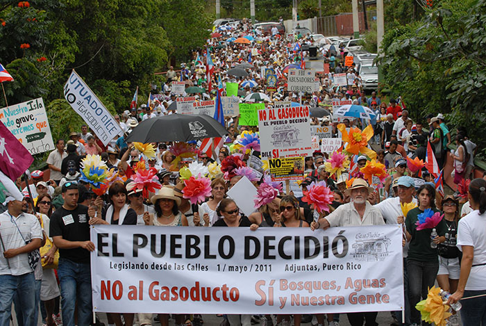 Marcha y Asamblea del Pueblo, en Adjuntas, convocada por Casa Pueblo, en contra del proyecto del Gasoducto/1 de mayo 2011