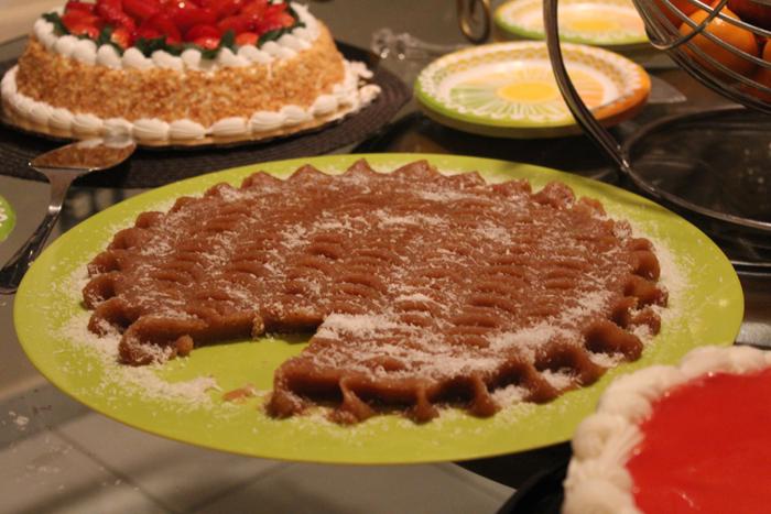 Halva, postre tradicional iraní confeccionado con sémola, mantequilla y azúcar morena, entre otros ingredientes. (Alejandra Rosa/Diálogo)