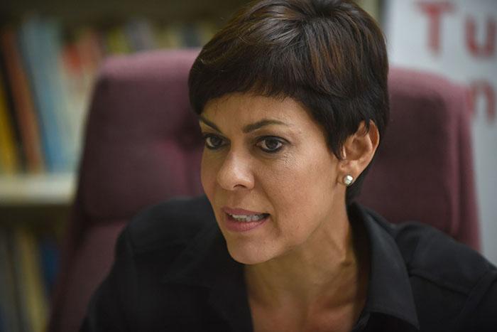 La aspirante pipiola denunció que los candidatos de los partidos mayoritarios, al igual que los independientes, se han resignado a la presencia de la junta de control fiscal. (Ricardo Alcaraz/Diálogo)
