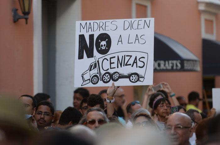 Manifestación en contra de las cenizas