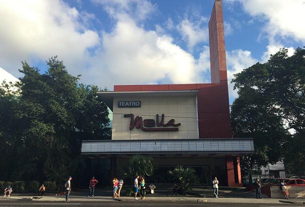 El icónico Teatro Mella, también de luto. (Sebastián Otero Oliveras - Especial para Diálogo)