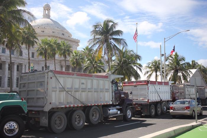 Camioneros frente al capitolio.