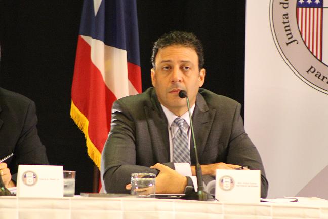 Víctor Suárez dio cara por Alejandro García Padilla, aunque no tocó mucha vela en este entierro. (Osvaldo Cortés / Diálogo)
