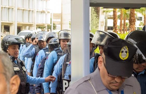 La fuerza de choque fue movilizada a petición de un oficial federal. (Carla Margarita Pérez)