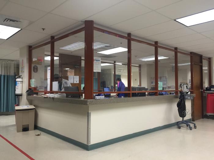 Estación de enfermeras en sala de emergencias de Centro Médico. (Alejandra Rosa/Diálogo)