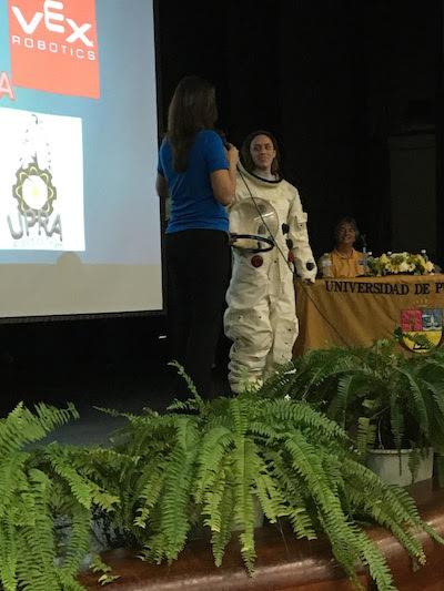 Los invitados conversaron con los presentes sobre las oportunidades que les ofrece la NASA. (Reuel Torres)