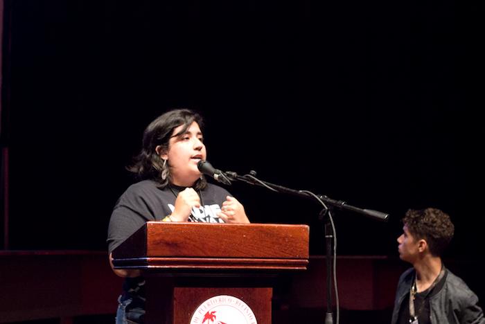 Wilmarí De Jesús en la asamblea UPRRP. (Carla Pérez/ Diálogo)