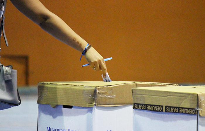 Votación secreta en la asamblea de la UPR en Bayamón . (Luis De Jesús/ Diálogo)